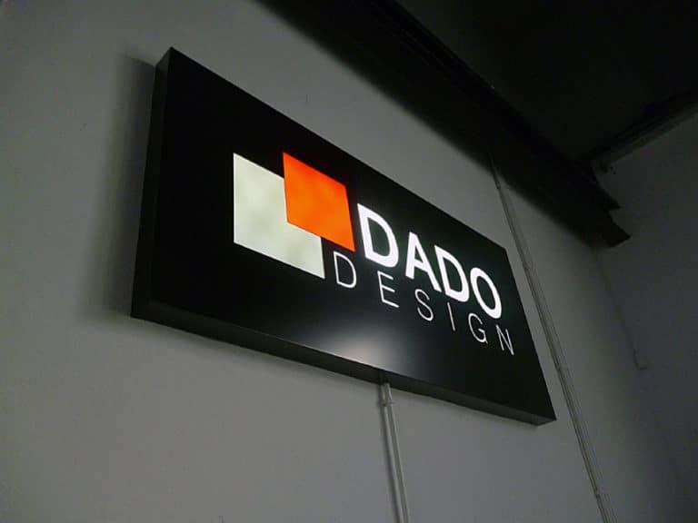Logo podswietlane Dado Warszawa